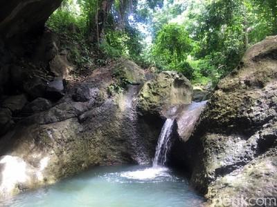 Indahnya Kolam Alami Sebening Kaca Asli dari Sulawesi