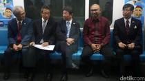 Asyiknya Menlu Jepang Menjajal MRT Jakarta