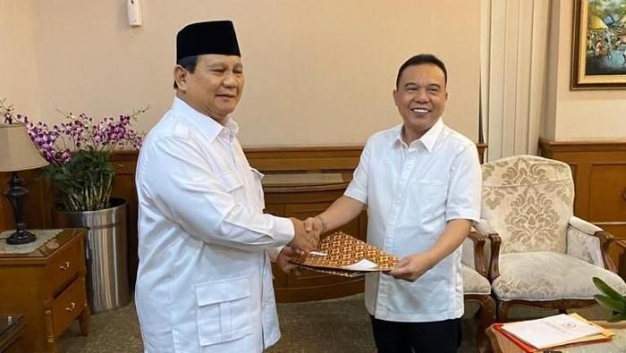 Prabowo serahkan SK Rektor UKRI ke Sufmi Dasco Ahmad (Dok. Dasco)