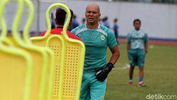 Luizinho Passos Sakit, Persib Bandung Punya Pelatih Kiper Baru
