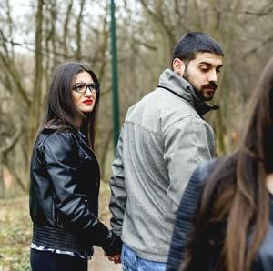 Kondisi Psikologis yang Bikin Istri Emosional Saat Labrak Pelakor