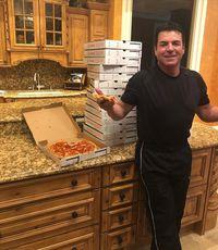 Resolusi Unik, Pendiri Papa John Berjanji Makan Pizza Sebulan Penuh
