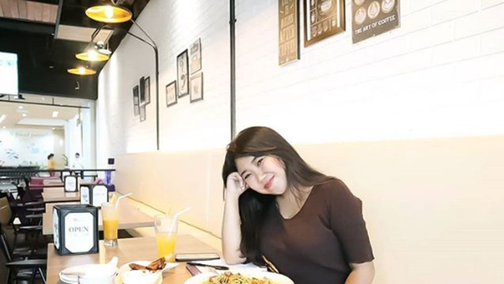 Komika Kiky Saputri Langganan Dicium Cowok Ganteng Ternyata Doyan Nongkrong di Kafe
