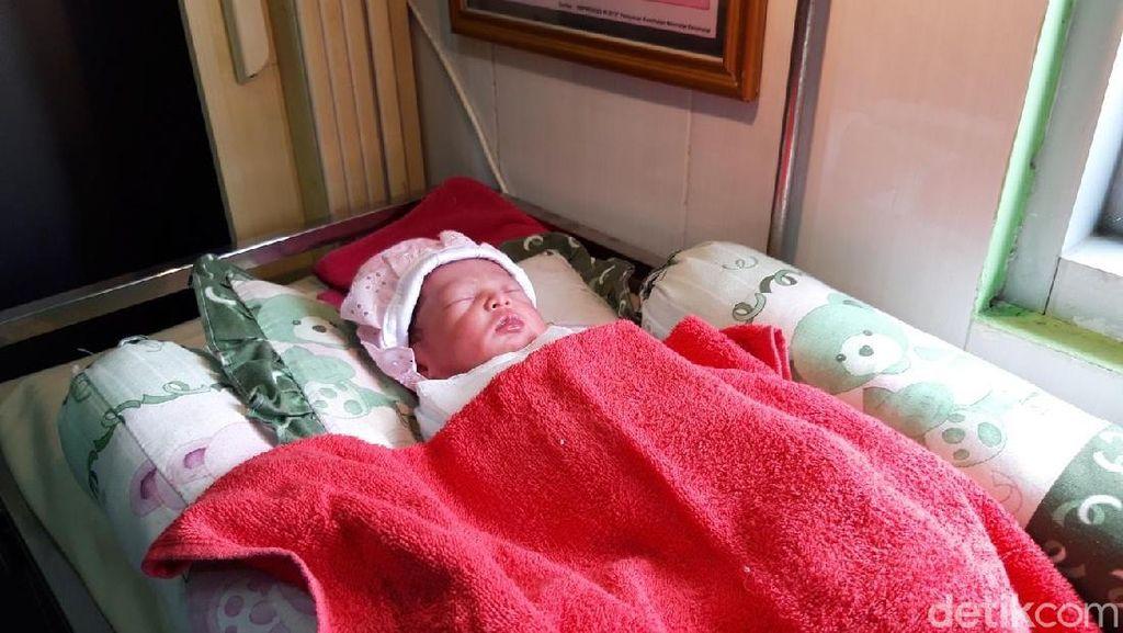 Teganya! Bayi Mungil Ini Dibuang di Teras Rumah Warga Boyolali
