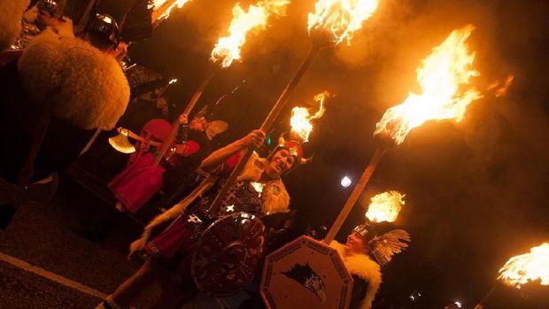 Up Helly Aa, Festival Bakar Kapal Ala Viking di Skotlandia