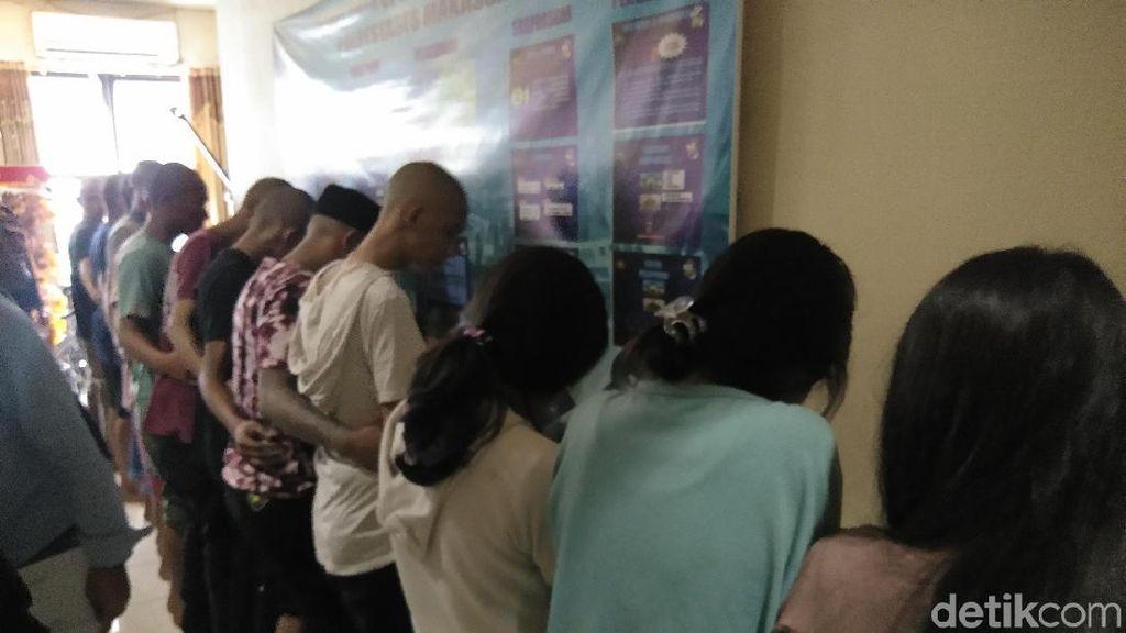 Polisi Tangkap 16 Muda-Mudi Pemakai Sabu di Makassar