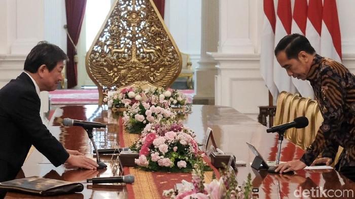 Foto: Presiden Jokowi bertemu Menlu Jepang Toshimitsu (Andhika Prasetia/detikcom)