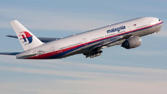 Zürich, Switzerland - December 05, 2007: Malaysia Airlines Boeing 777-200/ER departing Zurich airport. On 08 March 2014 this aircraft crashed as flight MH 370 from Kuala Lumpur to Beijing.