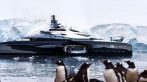 Foto Yacht yang Mirip Pesawat Ruang Angkasa dan Kapal Perang