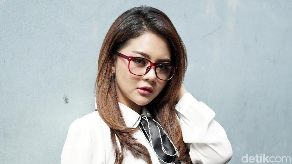 Jenita Janet Paksa Alief Ucap Talak
