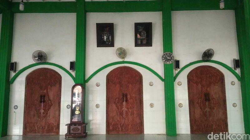 Masjid Kuno Gamel yang berada di Desa Gamel, Kecamatan Plered, Kabupaten Cirebon, Jawa Barat, salah satu masjid tertua. Masjid keramat itu dibangun pada abad 12 awal. (Sudirman Wamad/detikTravel)