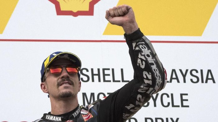 KUALA LUMPUR, MALAYSIA - NOVEMBER 03:  Maverick Vinales of Spain and Yamaha Factory Racing celebrates the victory on the podium at the end of the MotoGP race during the MotoGP of Malaysia - Race at Sepang Circuit on November 03, 2019 in Kuala Lumpur, Malaysia. (Photo by Mirco Lazzari gp/Getty Images)