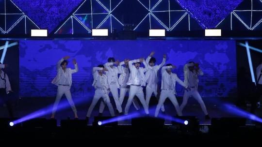 Super Junior Sapa ELF di Super Show 8: Infinite Time