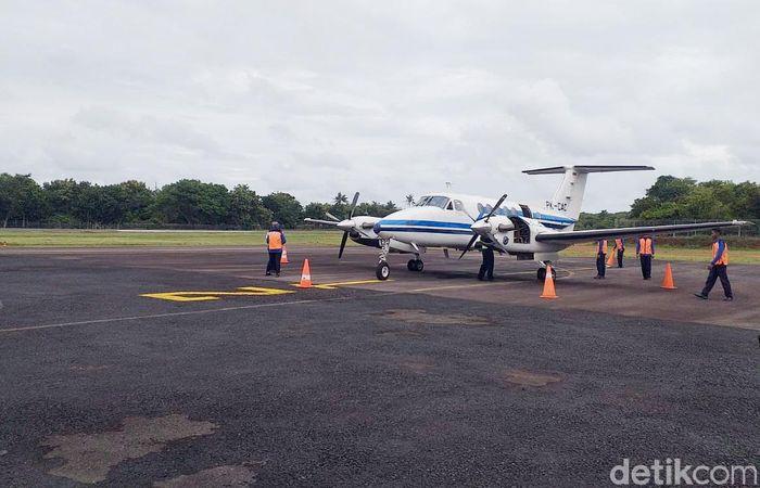 Menteri Perhubungan Budi Karya Sumadi menyebut perluasan bandara ditargetkan selesai pada 2022 dengan landasan pacu 1600 meter.