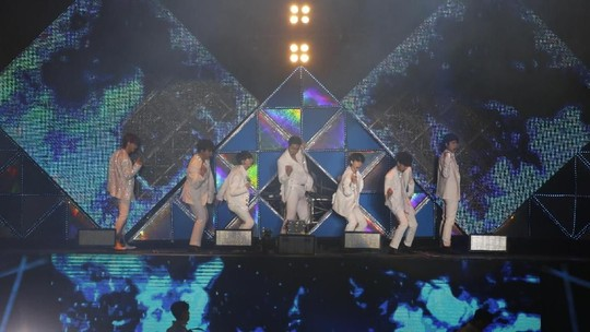 Super Junior Sapa ELF di Super Show 8: Infinite Time