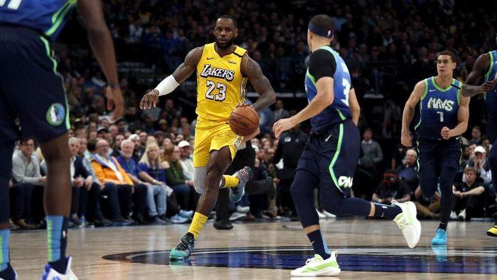 Los Angeles Lakers menang atas Dallas Mavericks di lanjutan NBA (Foto: Ronald Martinez/Getty Images)