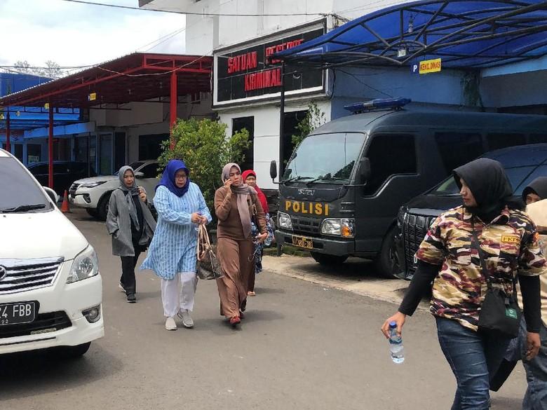 Foto: Pemeriksaan terhadap meninggalnya Lina eks Sule berlanjut (Mukhlis/detikcom)
