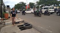 Besi Penutup Dicuri Komplotan, Gorong-gorong di Depok Kini Ditutup Ban
