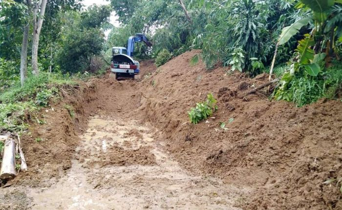 Desa Pasir Madang, merupakan 1 dari 6 Desa yang hingga kini masih terisolir akibat longsor.