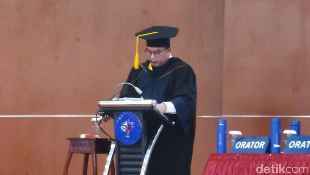 Jadi Guru Besar, Rektor IPB Arif Satria Orasi Ilmiah soal Tata Kelola SDA