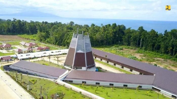 Kementerian PUPR telah menyelesaikan pembangunan fasilitas pendukung Pos Lintas Batas Negara (PLBN) Terpadu Skouw di Distrik Muara Tami, Jayapura. Begini wujudnya.