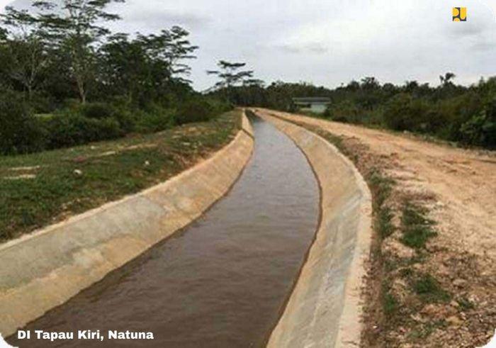 Di bidang infrastruktur Sumber Daya Air (SDA), Kementerian PUPR telah melaksanakan pembangunan saluran irigasi primer di Daerah Irigasi (DI) Tapau Kiri dan Kanan dengan desain intake sebesar 1.758 m3/detik bersumber dari Bendung Tapau. Pool/Kementerian PUPR.