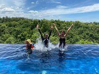 Jimin, Seolhyun, Hyejeong AOA juga berenang di Ubud, Bali