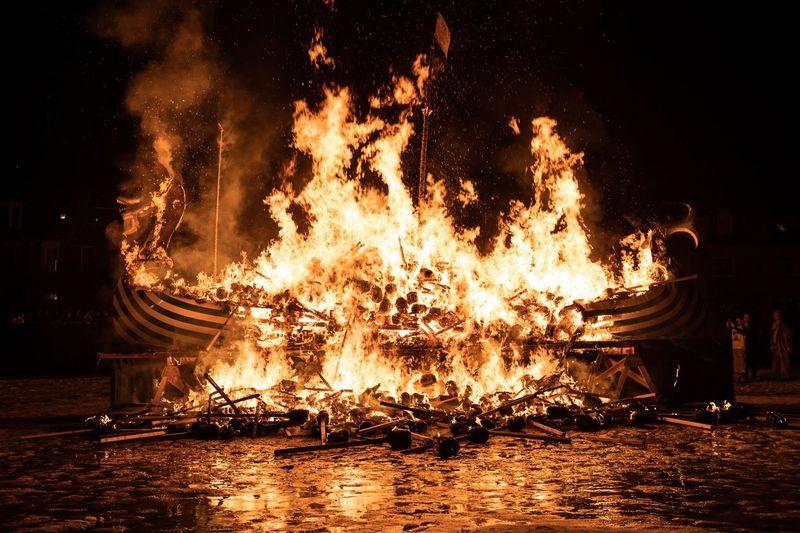 Skotlandia punya perayaan tahun baru bernama Up Helly Aa yang dilaksanakan setiap Selasa terakhir di bulan Januari. (iStock)