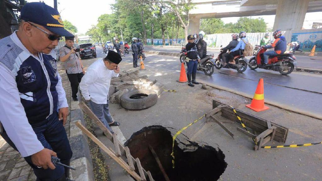 Jalan Daan Mogot Amblas, Walkot Tangerang: Segera Diperbaiki, Bahaya!