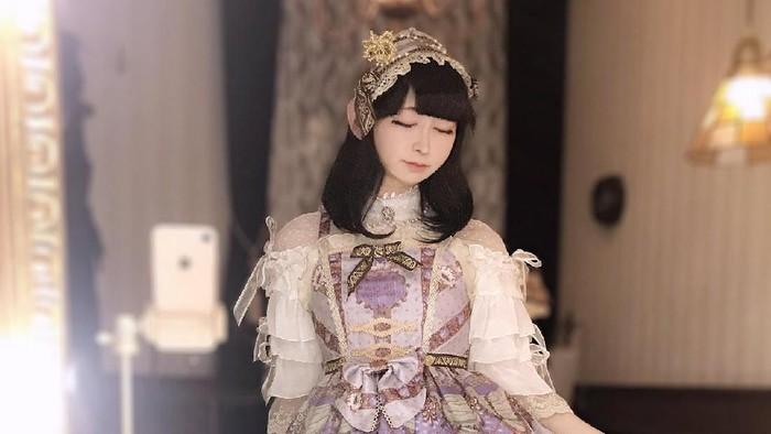 Takuma Tani sering berpenampilan seperti wanita muda Jepang atau Lolita. Foto: Twitter/@tani_takuma