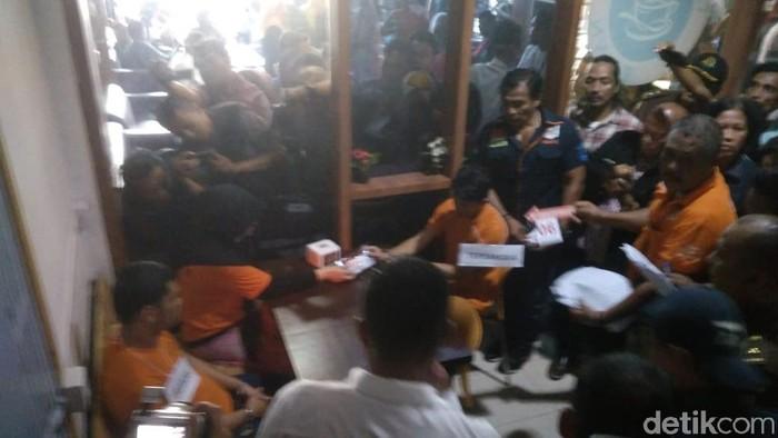 Zuraida Hanum, tersangka otak pembunuhan hakim PN Medan Jamaluddin, menjalani rekonstruksi, Senin (13/1/2020). (Datuk Haris Molana/detikcom)
