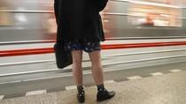 Ramai-ramai Naik Kereta Tak Pakai Celana
