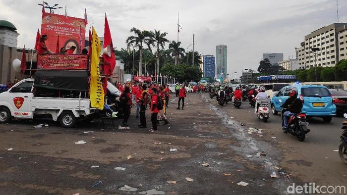 Massa demo buruh membubarkan diri. (Matius Alfons/detikcom)