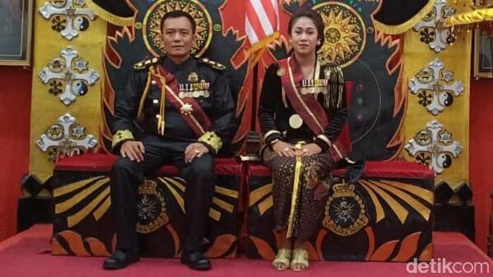Pasangan Toto-Fanni yang mengaku raja dan permaisuri Keraton Agung Sejagat di Purworejo. (Foto: istimewa)
