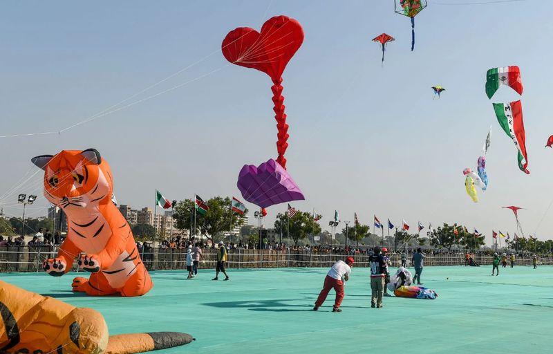 Festival Layang-layang Internasional atau International Kite Festival menjadi agenda penting di India. Festival ini juga memiliki nama lain yaitu Uttarayan. (AFP)