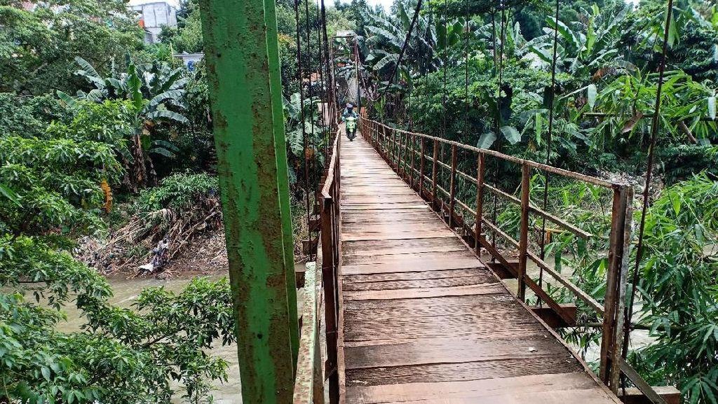 Jembatan Gantung Penghubung Kampung Mulai Rusak, Warga Depok Minta Perbaikan