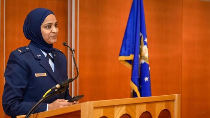 Kenalkan, Ini Muslimah dan Chaplain Pertama Angkatan Udara Amerika (Foto: Foto Angkatan Udara AS oleh Sersan. Armando A. Schwier-Morales)