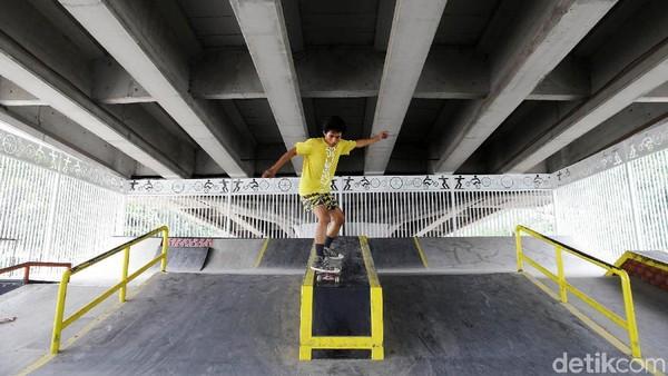 Taman skateboard di Pasar Rebo, Jakarta Timur yang selesai dibangun beberapa waktu lalu. Penyelenggara Olmpiade Tokyo memasukkan 5 cabor baru dengan segmen anak muda. (Grandyos Zafna/Detikcom)
