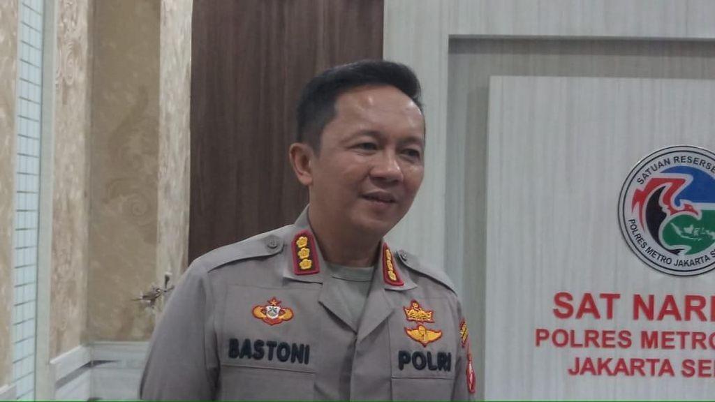 Polisi Lacak Pengemudi Mobil yang Viral Pamer Kelamin di Gatot Subroto