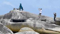 Foto: Santai Sejenak di Tumpukan Batu Granit Alif Stone Park