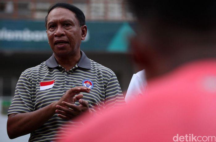 Timnas U-19 melakukan latihan di Stadion Wibawa Mukti, Cikarang. Pemusatan latihan ini ditonton langsung Menpora Zainudin Amali hingga Ketum PSSI Mochamad Iriawan.