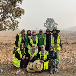 Kebakaran Australia, Hijabers Ramai-ramai Masak untuk Tim Pemadam yang Lelah