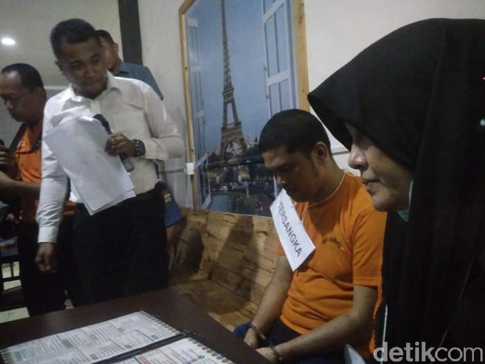 Zuraida Hanum, tersangka otak pembunuhan hakim PN Medan, Jamaluddin menjalani rekonstruksi Senin (13/1/2020). (Datuk Haris Molana/detikcom)