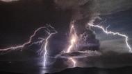 Gunung Taal Meletus, Ada Petir Vulkanik yang Muncul