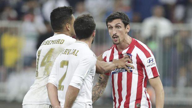 Keributan antara Stefan Savic dan Dani Carvajal memakan korban Alvaro Morata.