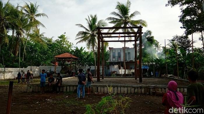 Viral kemunculan Keraton Agung Sejagat di Purworejo. (Foto: Rinto Heksantoro/detikcom)