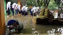 Sekolah Kebanjiran, Siswa di Makassar Dipulangkan Lebih Awal