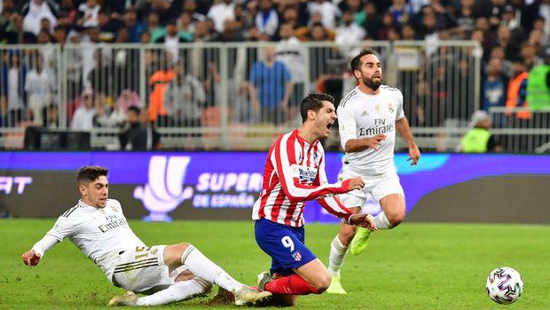 Federico Valverde (kiri) bisa jadi bintang Madrid di sisa kompetisi.