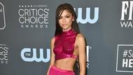 Gaya Seksi Futuristik Zendaya di Critics Choice Awards 2020