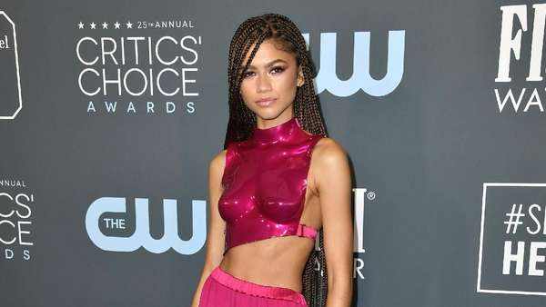 Gaya Seksi Futuristik Zendaya di Critics Choice Awards 2020